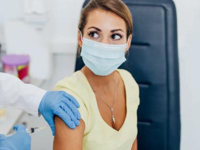 koronaviruso vakcina moteris nualpo